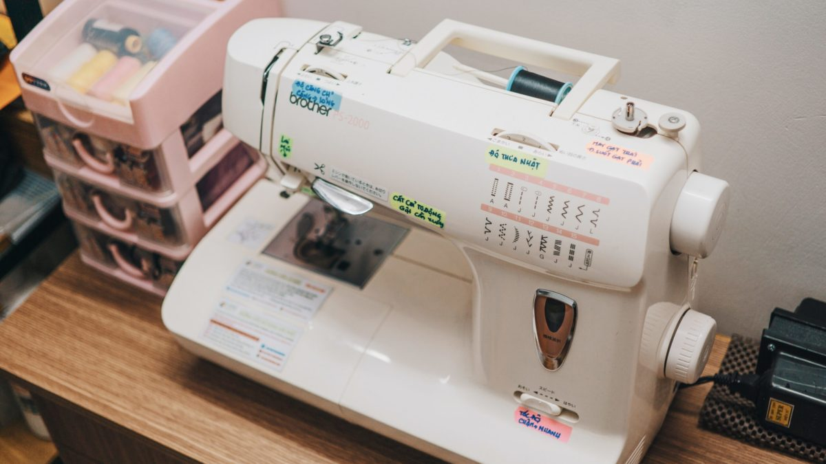 Just in case your child doesn't have home economics, you should consider teaching your child how to sew on a sewing machine at home instead. #parenting #learntosew #diy #sewingtips