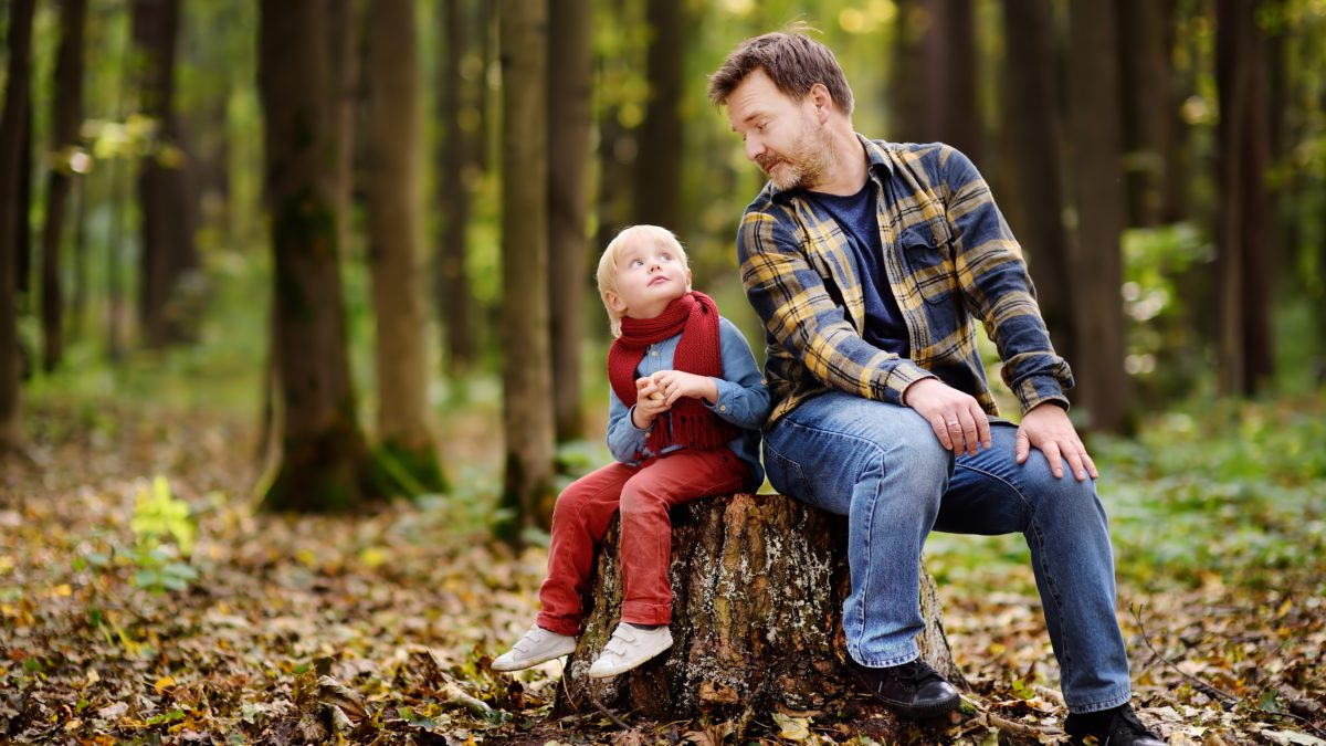 Taking kids hiking may be an unpredictable activity, but there are a few nifty ways to make it a fun adventure for the whole family. #family #parenting #parentingtips