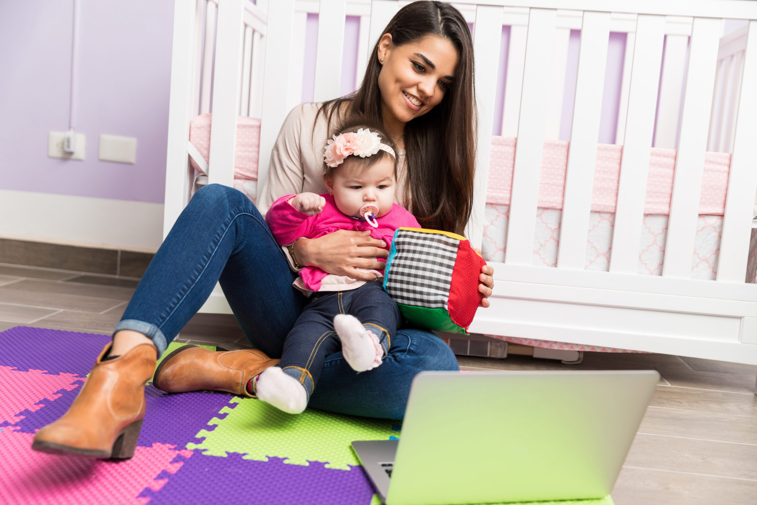 How to Grow your Blog: If you're a work-from-home mamma and looking to pick up your blog traffic- here's how to grow your blog for long-term success. #momblogger #bloggerlifestyle #makemoneyblogging #wahm #sahm