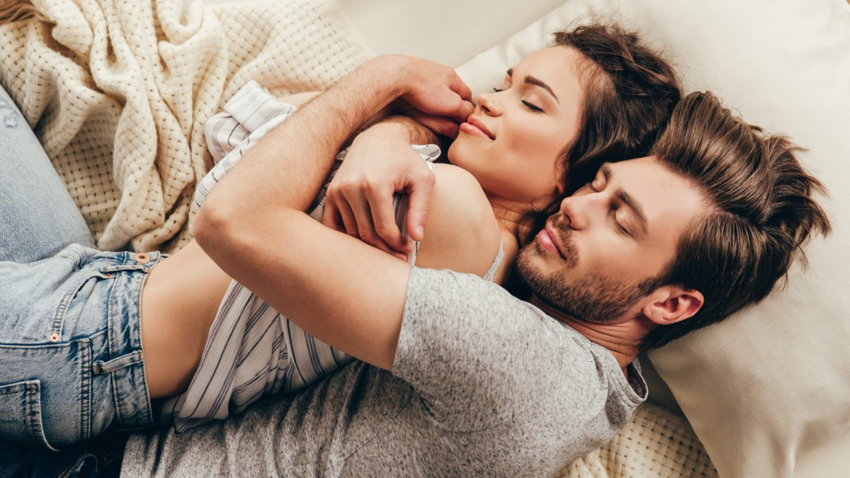 How can you combat a night spent tossing and turning under the covers? Read on for a few crucial tips for staying asleep all night.