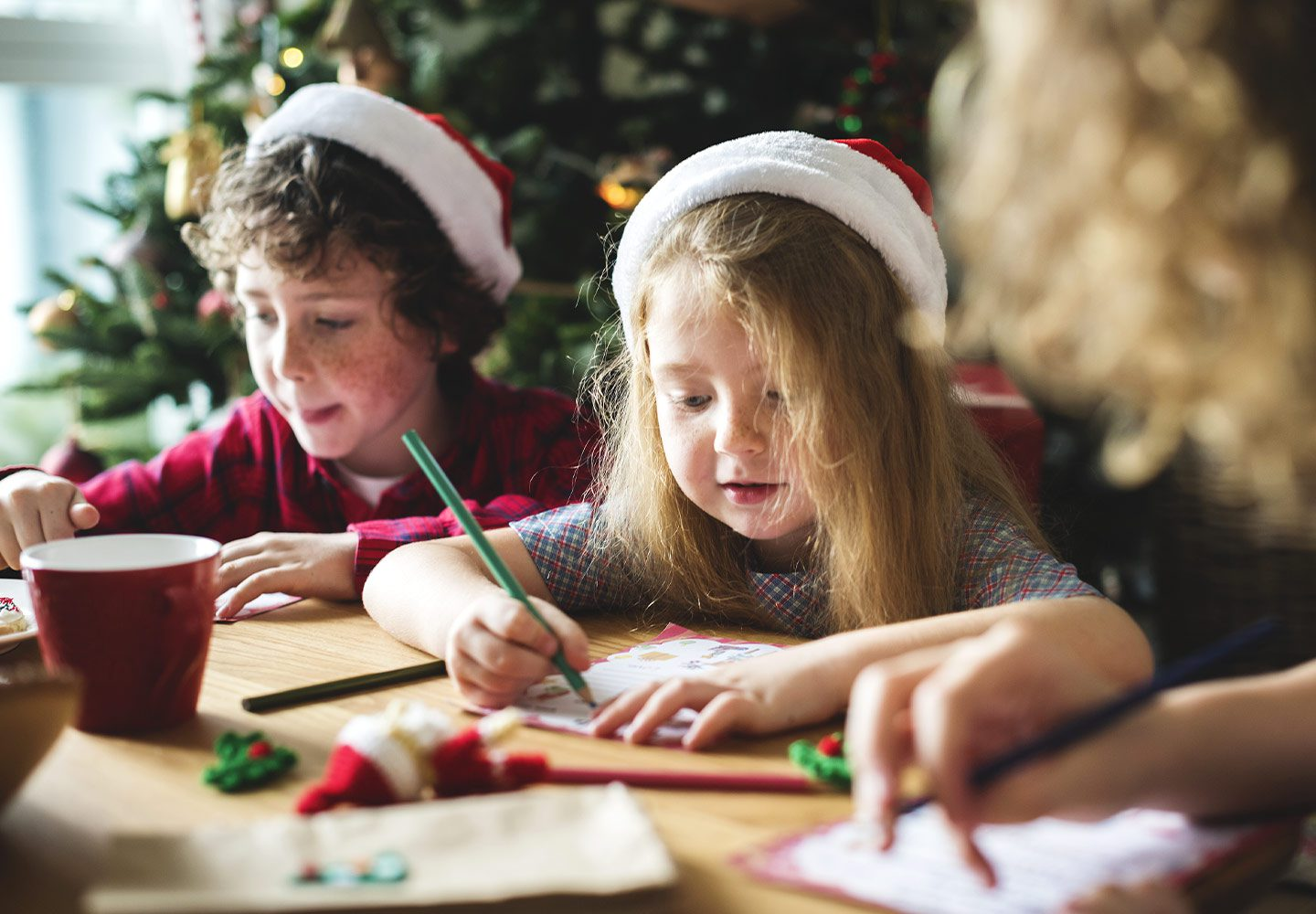 Looking for Holiday Hosting Ideas for Entertaining Older Kids? Keep reading for six little to no-mess ideas to try this year!